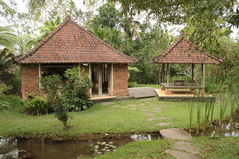 Prana_dewi_mountain_resort_bungalow_ext.JPG