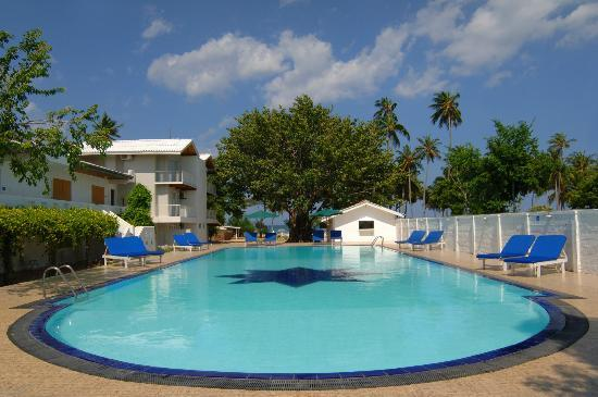 Pigeon_island_resort__pool.jpg