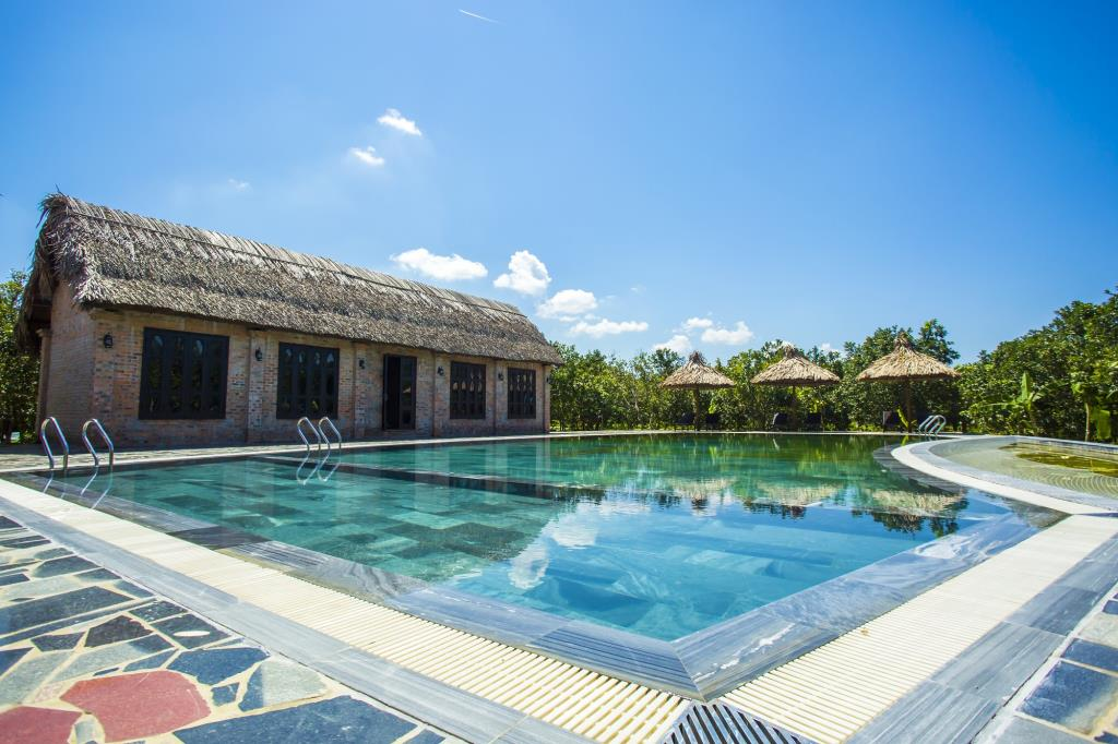 Hue_Ecolodge_pool.jpg