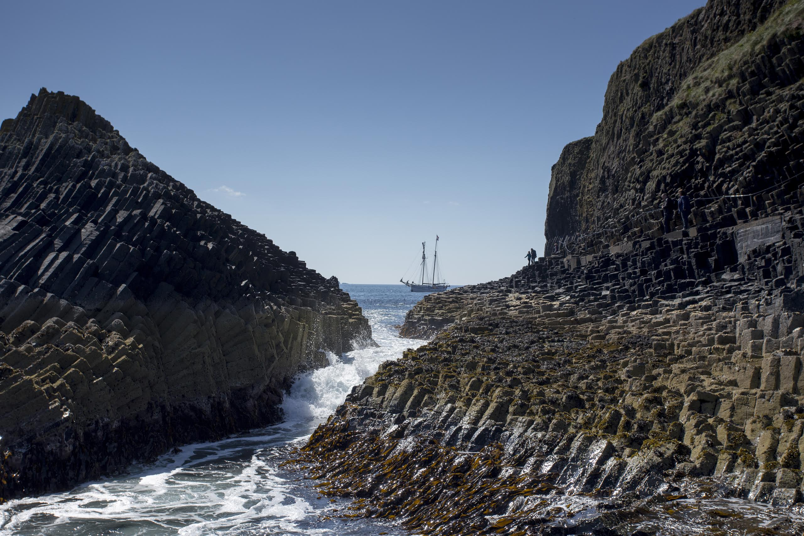 flying-dutchman-bij-staffa.jpg