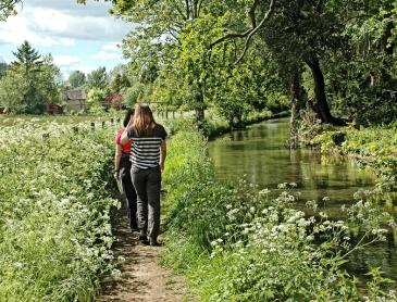 wandelen_langs_de_kanaaltjes_van_Bourton_on_the_Water.jpg
