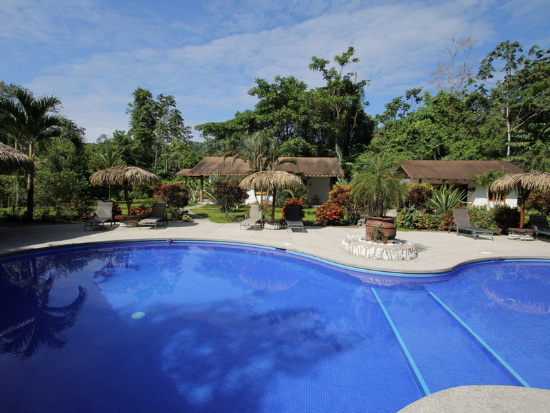 CR_Suizo_Lodge_Pool_area_WEB.jpg