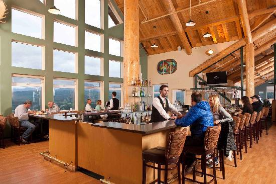 grande-denali-lodge-lounge.jpg