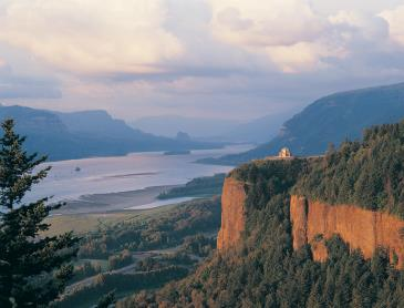 Columbia_River_Gorge_Crown_Point.jpg