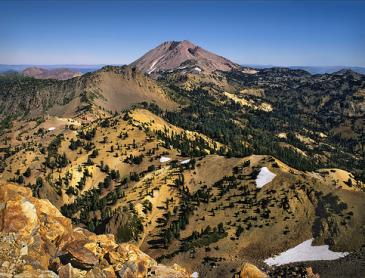 brokeoff_mountain_in_lassen_np.jpg