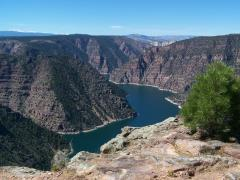 flaming_gorge_vlakbij_de_lodge.jpg