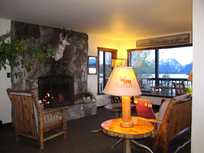 Signal_Mtn_lodge_lounge_3_5c936.jpg