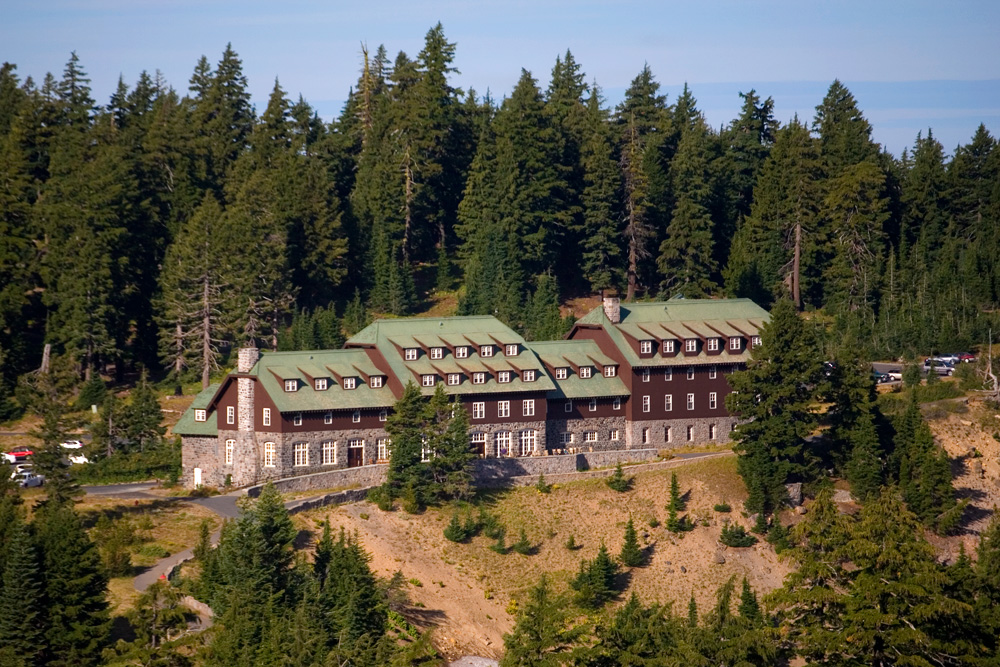 crater-lake-lodge-ext.jpg
