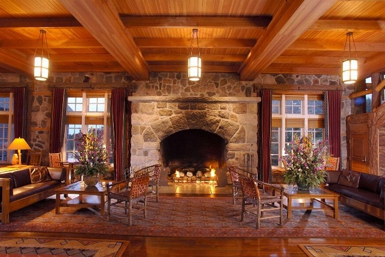 crater-lake-lodge-lobby.jpg