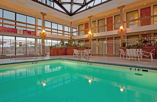 Crown_Plaza_Pittsfield_pool.jpg