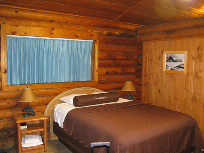 kalaloch-room-in-cabin.jpg