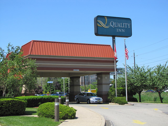 quality-inn-meadowlands-ext.jpg