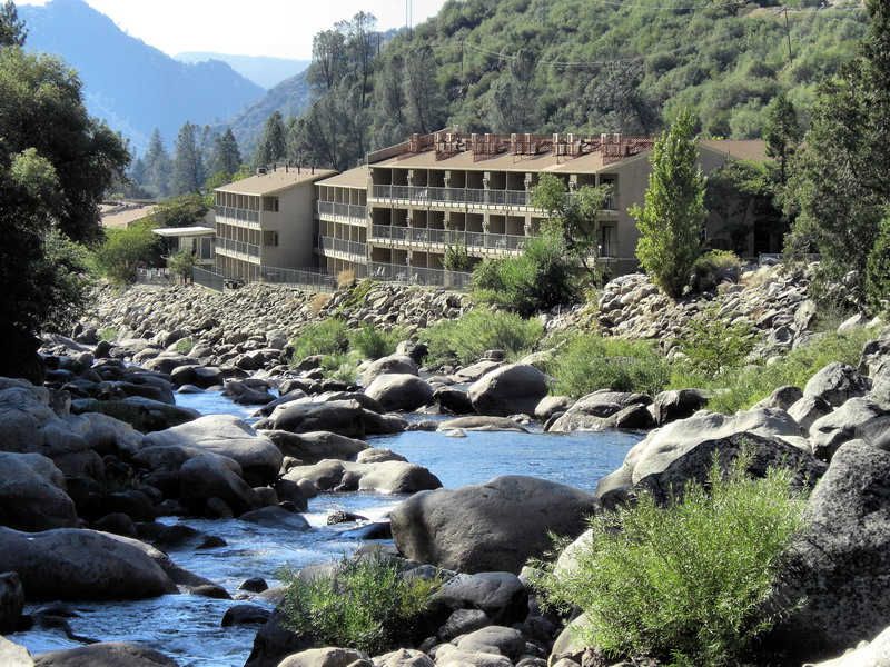 yosemite_view_lodge_ext.jpg