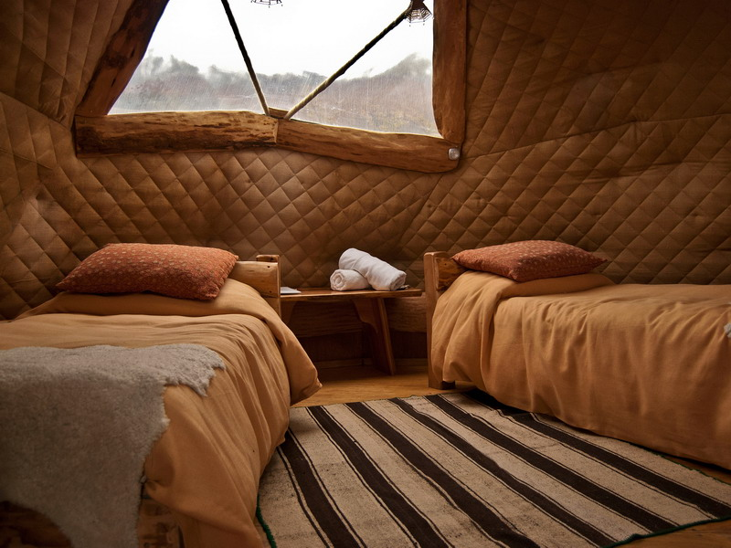 CL_EcoCamp_standard_dome_twin_bed_WEB.jpg